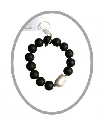 Charlotte – Matte Onyx Bracelet with Feature Baroque Pearl